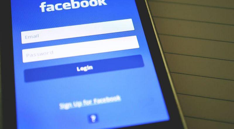 """""""فيسبوك"""" أوجدت أدوات للتجسس على مستخدمي مواقع التواصل الاجتماعي Bb0technology-phone-social-media-technology"""