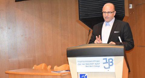 بروفيسور محمد أمارة، المحاضر في المعهد الأكاديمي العربي للتربية في بيت بيرل، يحصل على درجة الأستاذية الكاملة تقديرًا لإسهاماته العلمية