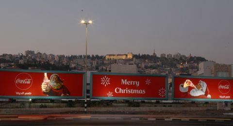 كوكا-كولا تضيء الناصرة بلافتات طرقات احتفالية