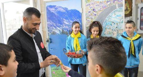 أكاديمية الأمّهات وطلاب القادة الصغار في المدرسة الجماهيرية بير الأمير -الناصرة يُكرّمون المعلمين بطريقةٍ خاصّة،بمناسبة يوم المُعلّم