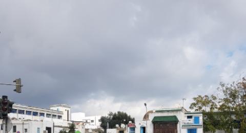 الطقس: انخفاض ملموس وسقوط زخات متفرقة من الأمطار