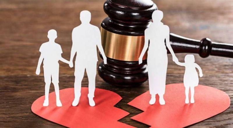 طلاق نجم مصري من زوجته في عيد الحب