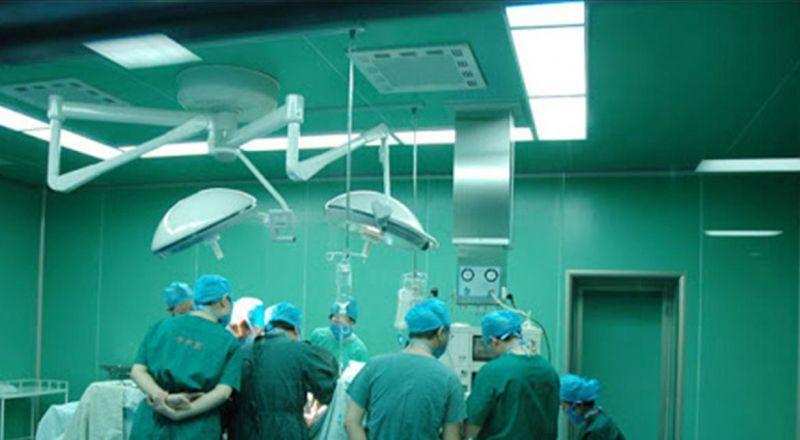 فنان لبناني يخضع بشكل مفاجىء لجراحة عاجلة