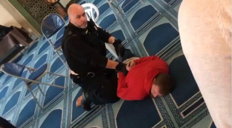 بالفيديو طعن مؤذن أثناء رفع نداء الصلاة بمسجد وسط لندن