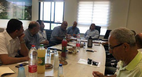 النائب اسامة سعدي يشارك بجلسة عمل في بلدية عرابة حول غرق سهل البطوف