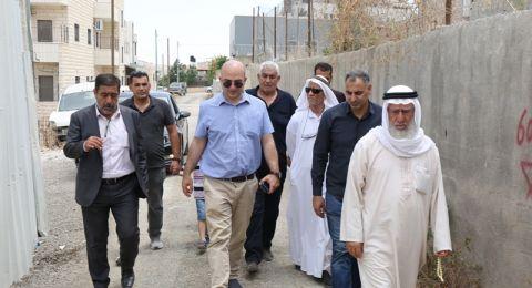وزير القدس يزور بلدة صور باهر ويتفقد المنازل المهددة بالهدم