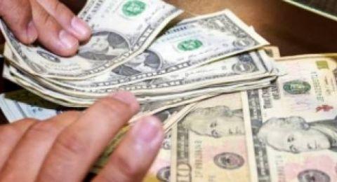 الدولار يصعد قليلًا مقابل الشيكل