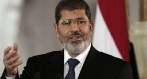 تفاصيل اللحظات الأخيرة لوفاة الرئيس المصري الأسبق محمد مرسي