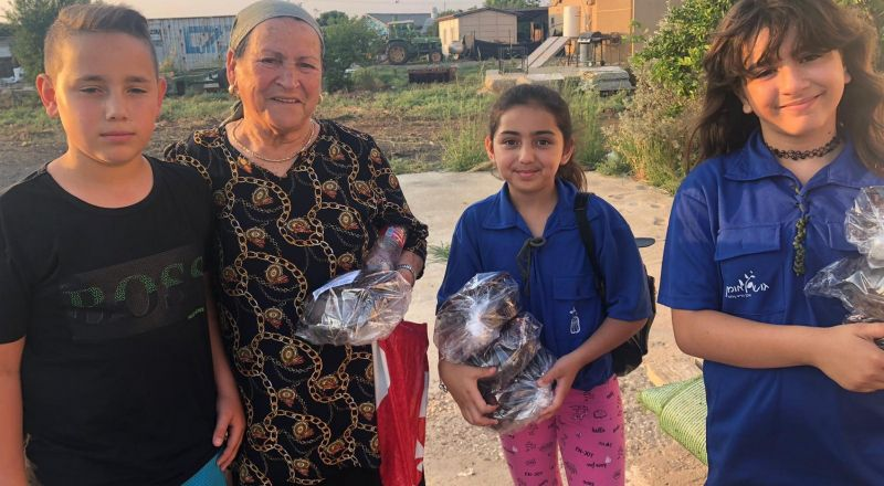 في الجلبوع: توزيع هدايا ومساعدات للمسنين وسط أجواء عطاء مميزة