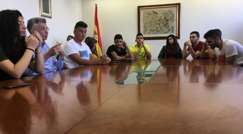سفير اسبانيا يستضيف طلاب من مدرسة