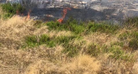 حريق هائل قرب رهط وتحذير لمواطني الحي 5 من التلوث