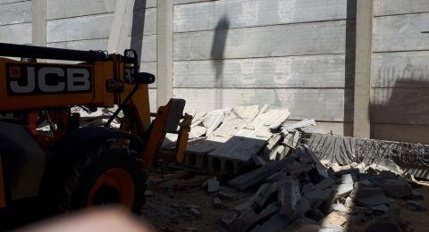 انهيار سقف مبنى وتخليص عالقين في المنطقة الصناعية بصرعة بالقرب من القدس