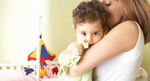 هل دخول طفلتي الروضة هو سبب عصبيتها وضرب رأسها بالحائط ؟