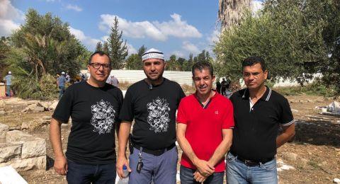 حيفا: العشرات يشاركون في يوم التطوع لتنظيف مقبرة القسام