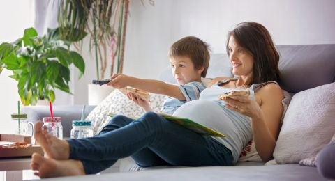 إحذري من تناول بقايا طعام طفلك إن كنت حامل!