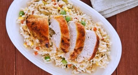 طريقة عمل أرز بالمكسرات وقطع الدجاج