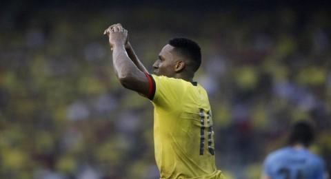 برشلونة يوقع اتفاقًا مع مدافع منتخب كولومبيا
