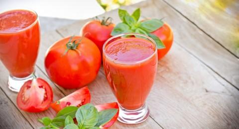 8 فوائد صحية لعصير الطماطم بحليب اللوز