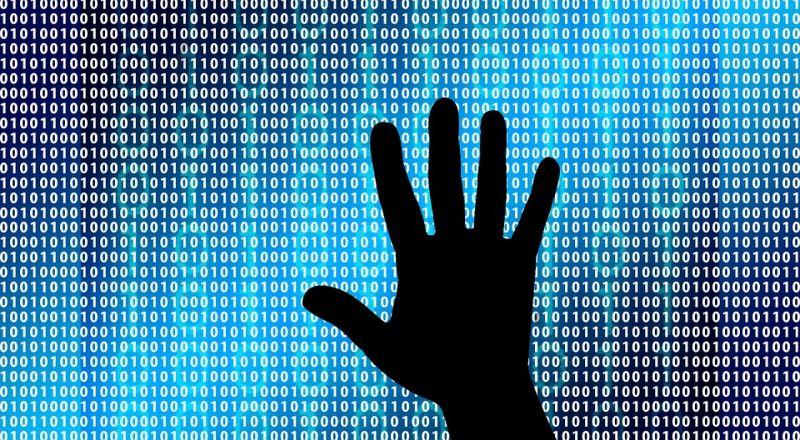عدالة: على مواقع التواصل الاجتماعي وقف التعاون مع