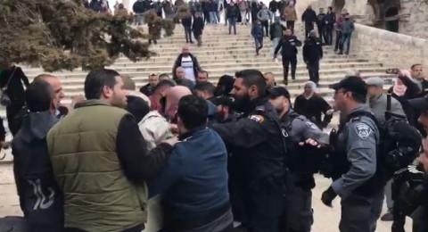 اعتقالات في المسجد الأقصى والشرطة تغلق كافة البوابات