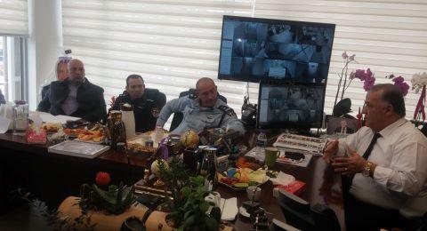 الناصرة: رئيس البلدية وادارتها يناقشون أزمة السير في المدينة
