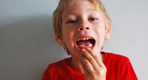 ما العلاقة بين أسنان الأطفال وصحّتهم النفسيّة والعقليّة؟