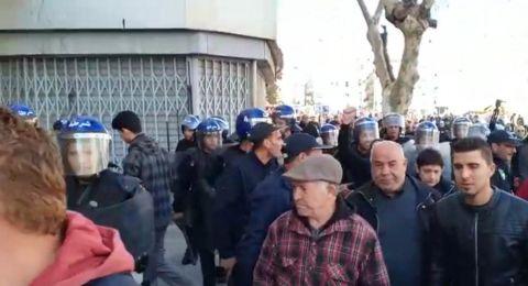 مظاهرات ضد ترشح بوتفليقة.. وتعزيزات أمنية قرب القصر الرئاسي