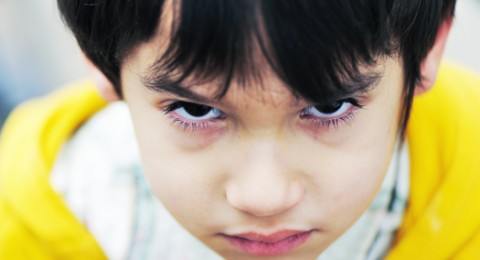 لماذا يضرب ابني أطفال روضته؟هل هو عنيف وكيف اتعامل معه؟