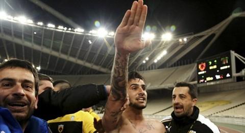 ابعاد اللاعب كاتيديس عن الملاعب بسبب التوجه للجمهور بتحية النازيين الالمان