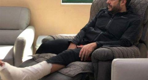 محمد حماقي يحيي أول حفل غنائي على كرسي متحرك عقب العملية الجراحية