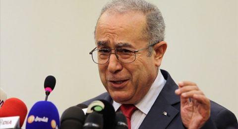 وزير الخارجية الجزائري يعلن موافقة بوتفليقة على تسليم السلطة لرئيس منتخب