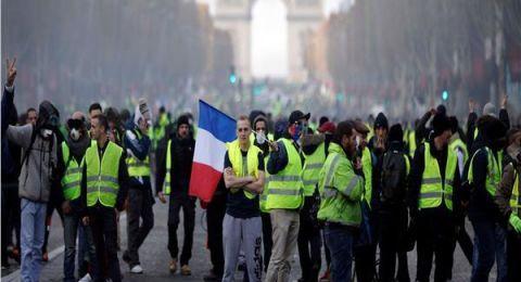 آلاف المحتجين يتظاهرون في شوارع باريس والشرطة تعتقل 51 شخصا