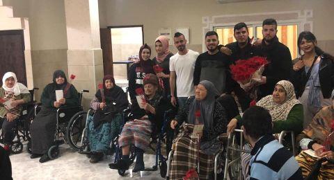 جنين: طلّاب فحماويّون بزيارة للمشفى الحكومي وبيت المسنين لمعايدة الأمّهات في عيدهن