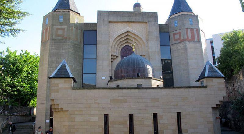 الشرطة البريطانية تحقق بحوادث اعتداء على 5 مساجد