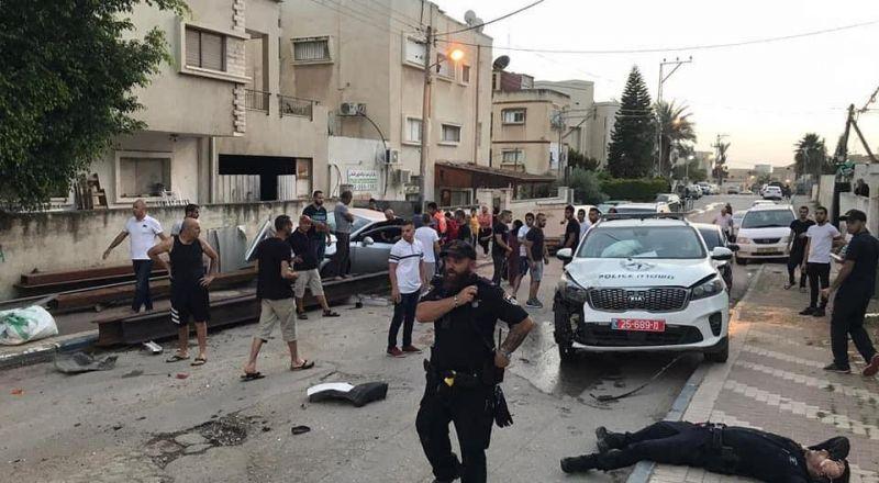 اصابة 5 اشخاص بينهم شرطي خلال مطاردة بوليسية في الطيبة
