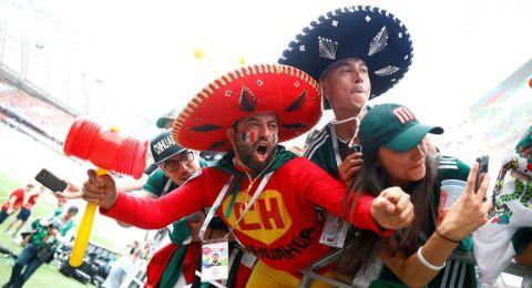 الفيفا يعاقب المكسيك وصربيا