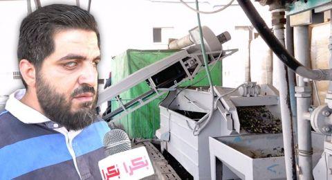 الشاب محمود مسعود اول ضرير يشغل معصرة زيتون في البلاد