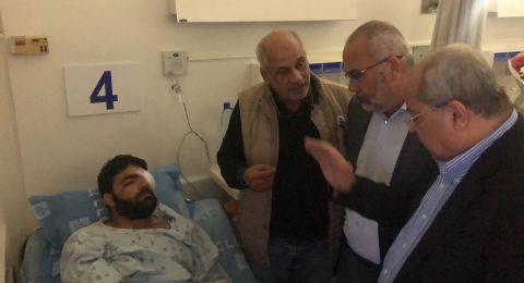 الطيبي والسعدي يزوران الصحفي معاذ عمارنه بعد خروجه من غرفة العمليات في مستشفى هداسا