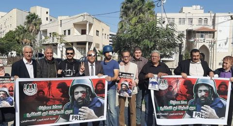 اعتقال صحفيين واصابات بالاختناق بقمع الاحتلال اعتصام تضامني مع الصحفي عمارنة