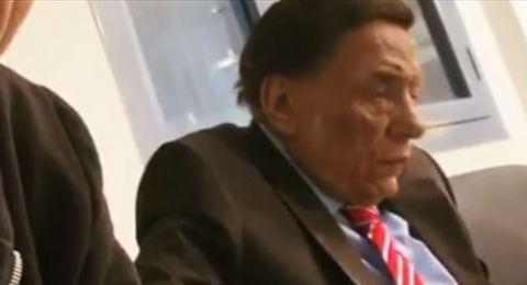 في أول ظهور له بعد شائعة تدهور صحته.. الزعيم يدخن السيجارة
