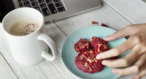 كيف يجب أن تكون وجبات الطعام في العمل؟