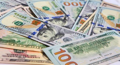 توقعات الاتفاق التجاري تهوي بالدولار
