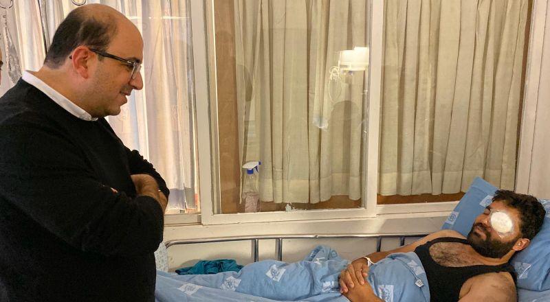 النائب سامي أبو شحادة بعد زيارته للمصور معاذ عمارنة: