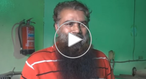 """حداد هندي """"خان"""" ينسخ القرآن بيده في 30 شهرًا"""