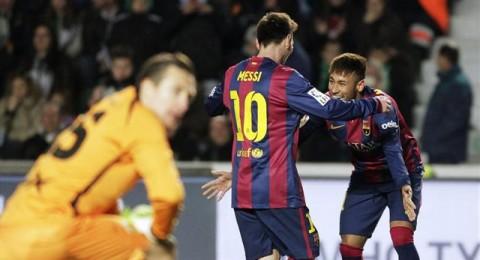 ميسي ونيمار يقودان برشلونة لفوز ساحق بسداسية على التشي