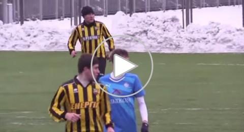 حدث في اوكرانيا.. مدافع يستخدم الهاتف خلال المباراة!