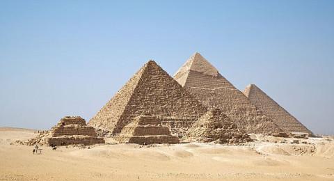 الكشف عن التكنولوجيا السرية في بناء الأهرامات