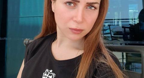 بالصور.. مي عز الدين تثير سخرية جمهورها بلصق فستانها