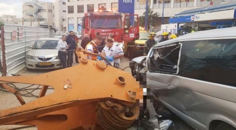 كفار سابا: سقوط رافعة على سيارة ومصرع سيدة