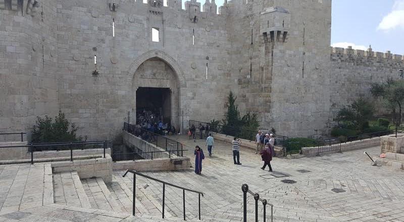 مشروع قانون يتيح للداخلية الإسرائيلية سحب الإقامة من المقدسيين